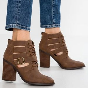 Madden Girl Marv Block Heeled Booties Size: 5.5M